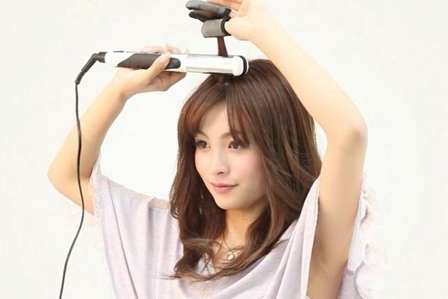 dùng kẹp đuôi để uốn tóc