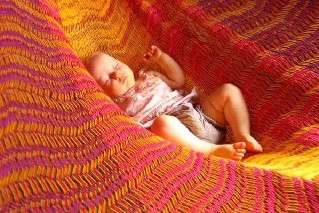 hội chứng rung lắc ở trẻ khi nằm võng