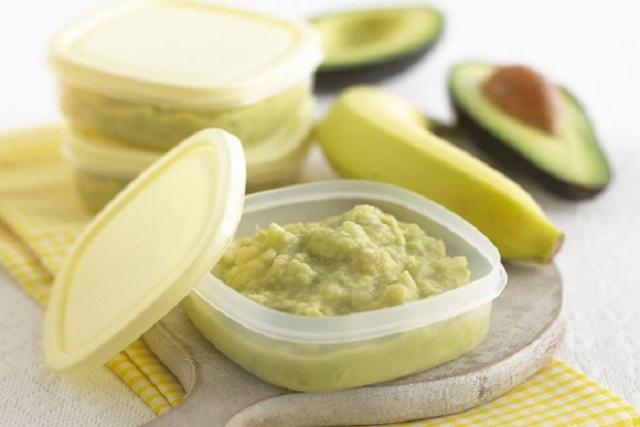 hỗn hợp bơ xay với chuối và sữa