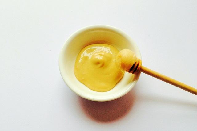 hỗn hợp lòng trắng trứng và mật ong