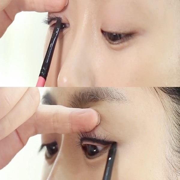 kẻ đường viền mắt trước khi trang điểm mắt khói