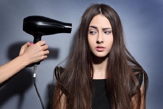 không nên dùng máy sấy tóc khi dưỡng tóc yếu