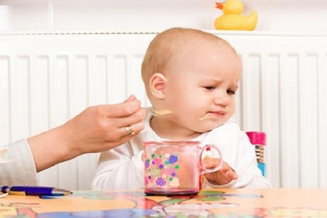 không nên ép trẻ ăn thêm