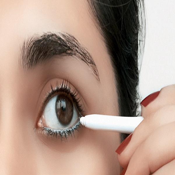 làm sáng viền mắt dưới bằng bút chì trắng