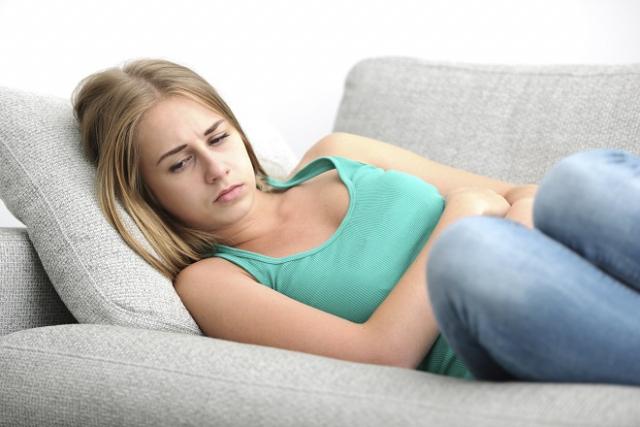 mệt mỏi vì đau bụng dưới