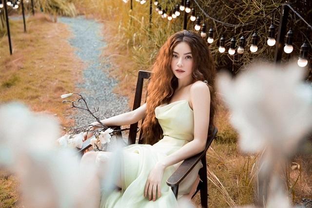 phong cách quý phái của hồ ngọc hà