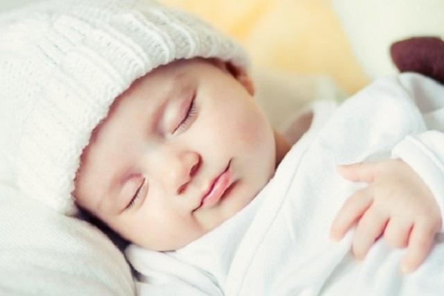 tập thói quen ngủ đêm cho trẻ sơ sinh