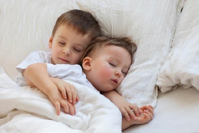 tập thói quen ngủ đúng giờ cho trẻ sơ sinh
