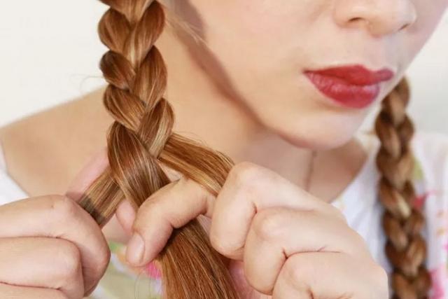 tết tóc uốn xoăn