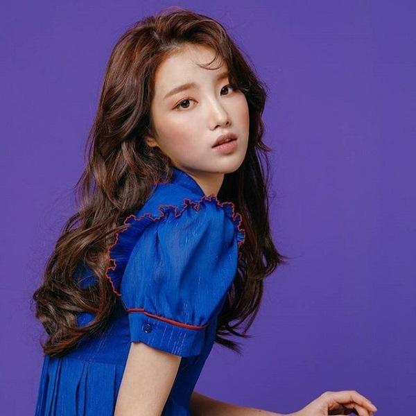 tóc dài cùng tóc mái uốn xoăn sóng