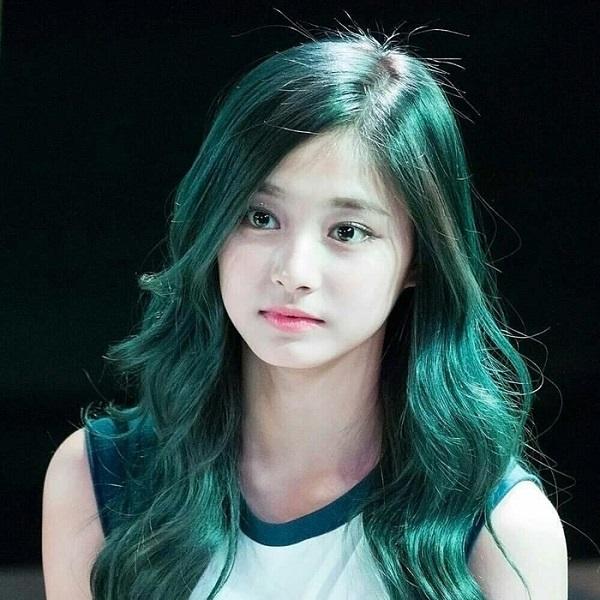 tóc dài uốn gợn sóng nhuộm ombre xanh lá