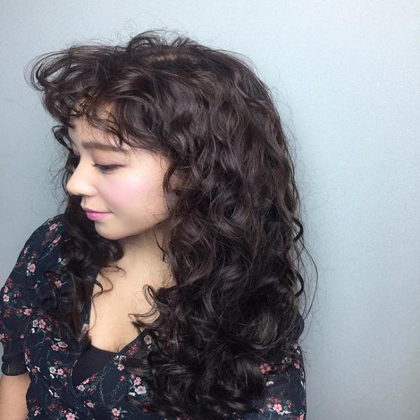 tóc dài và tóc mái uốn xù mì tôm