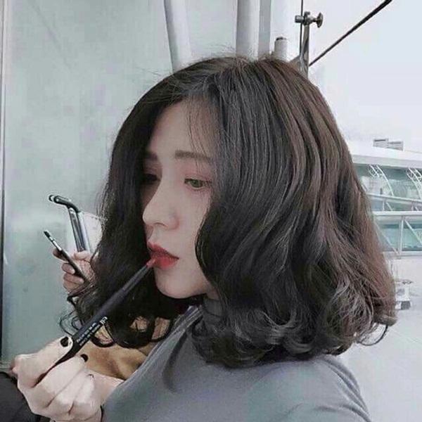 tóc ngắn uốn lọn to