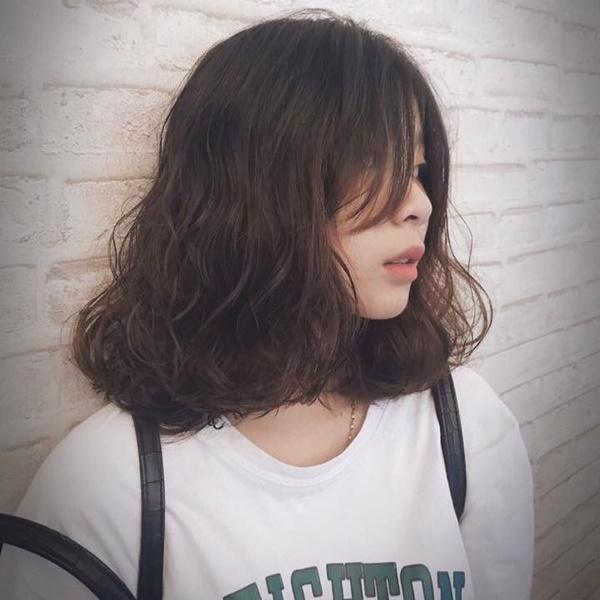 tóc uốn bím ngang vai