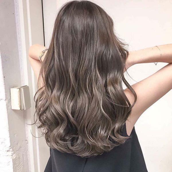 tóc uốn đuôi ngang lưng