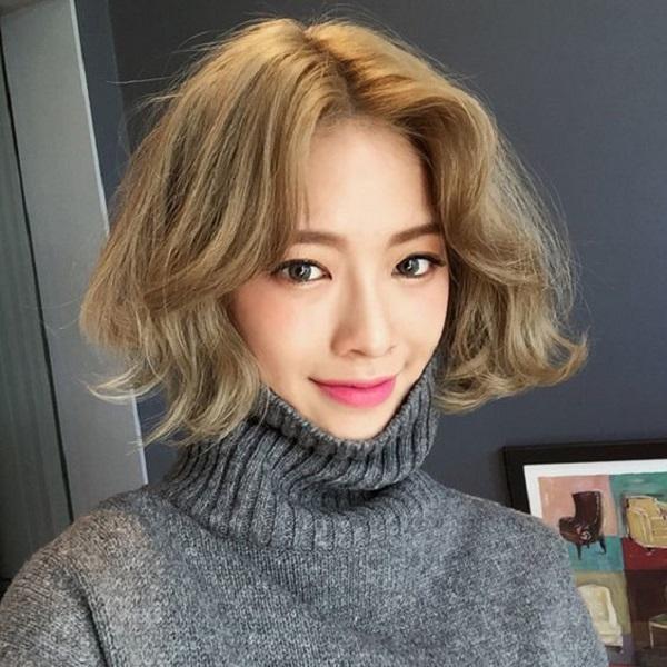 tóc uốn xoăn ngắn