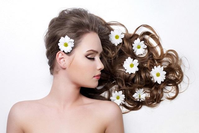 tóc và hoa cúc