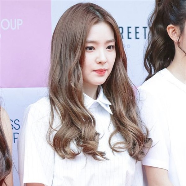 tóc xoăn nhẹ mái dài