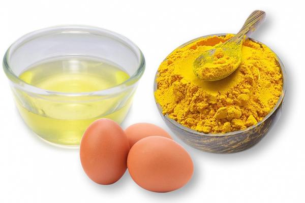 trứng gà và bột nghệ làm mặt nạ dưỡng da