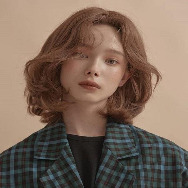 uốn xoăn mái cho tóc ngắn cúp