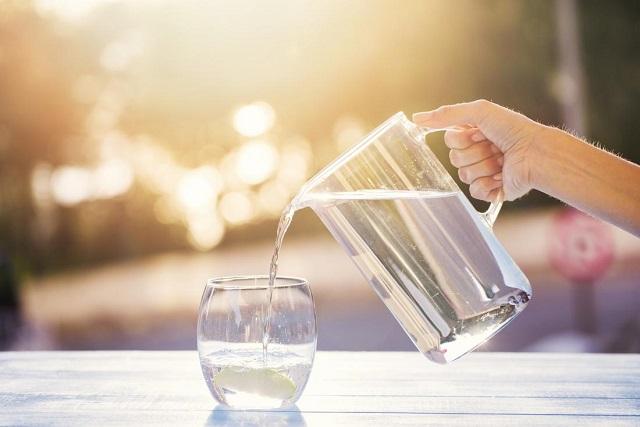 uống nhiều nước sau sinh
