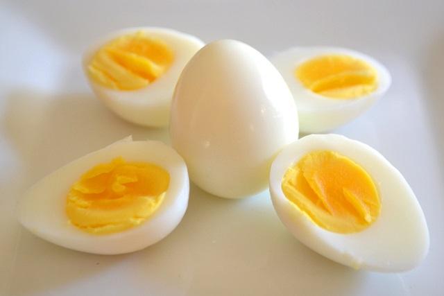 cách dưỡng da bằng trứng gà luộc