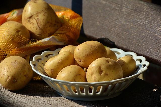 đĩa khoai tây