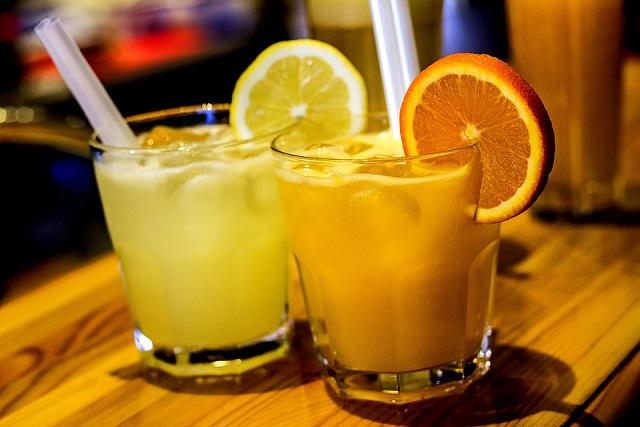 nước chanh và nước cam
