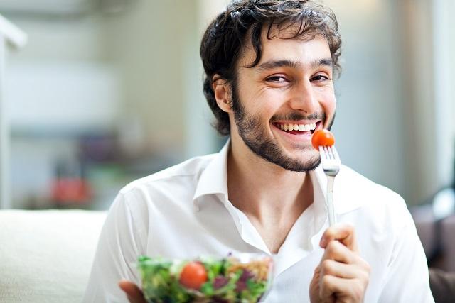 ăn cà chua bi