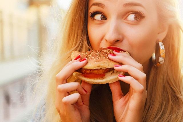 ăn hamburger