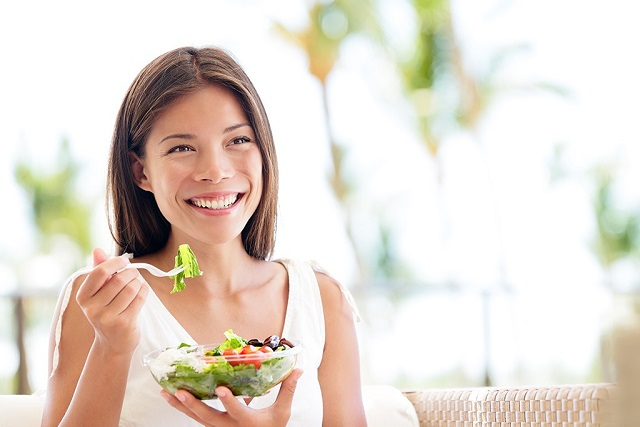 ăn salad bữa sáng