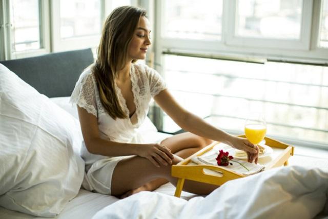 ăn sáng ở trên giường