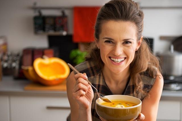 ăn súp bí đó