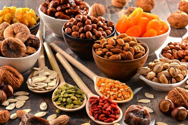các loại trái cây và hạt sấy khô