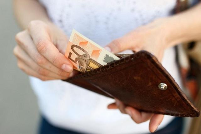 cất tiền vào ví