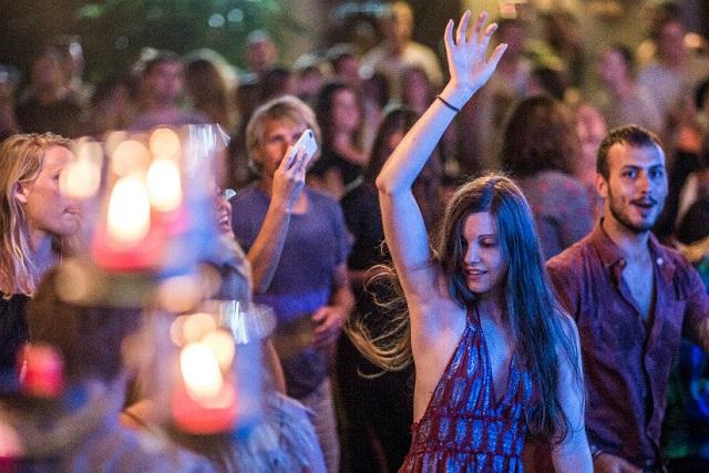 cô gái ở đêm tiệc