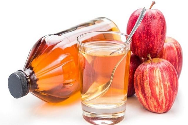có nên dùng giấm táo điều trị mùi hôi ở vùng kín sau sinh không