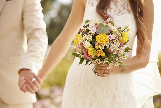kỷ niệm ngày cưới nên tặng gì cho nhau