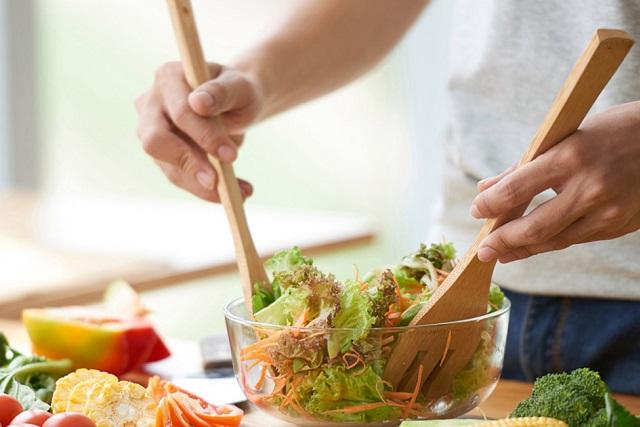làm salad