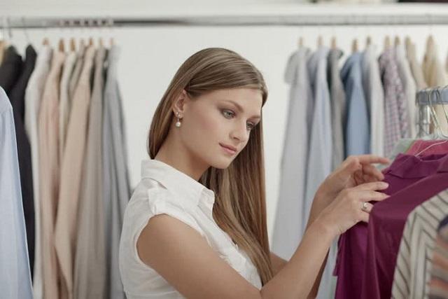 lựa chọn áo cho chồng