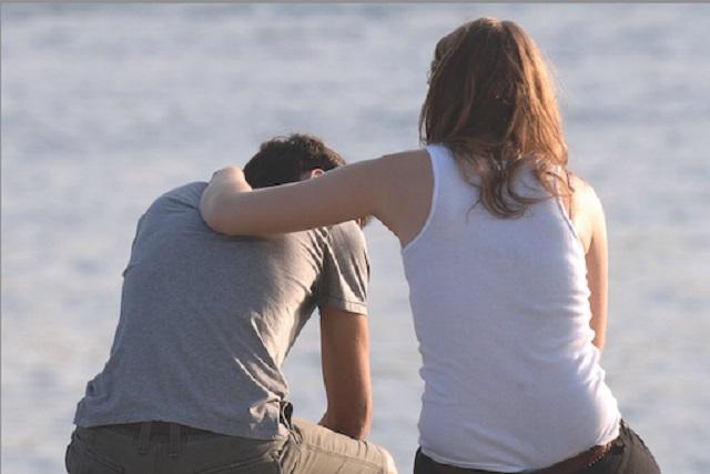 người đàn ông đau buồn vì tình yêu không chung thủy