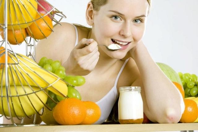 sau sinh ăn yaourt cung cấp nhiều canxi