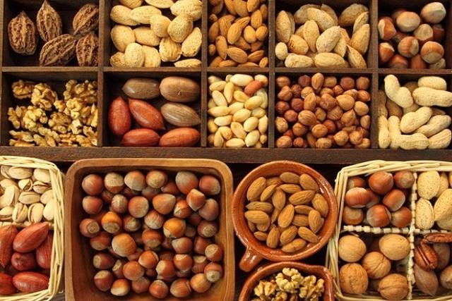 sau sinh nên ăn các loại hạt để bổ sung estrogen