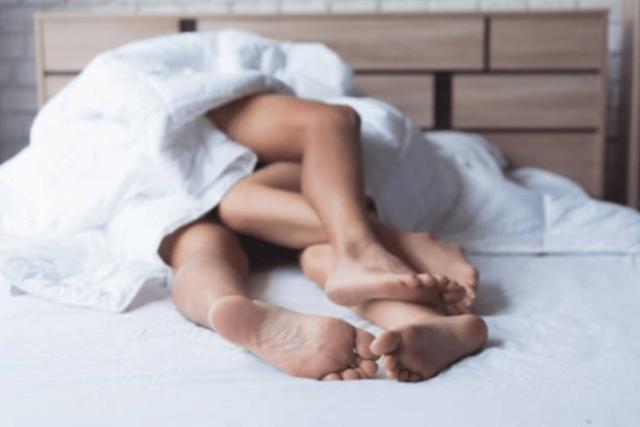 sau sinh vùng kín bị thâm đen do quan hệ tình dục nhiều