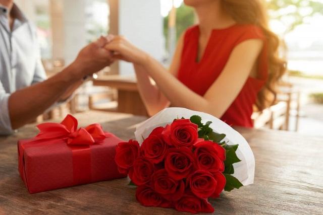 tặng hoa và quà