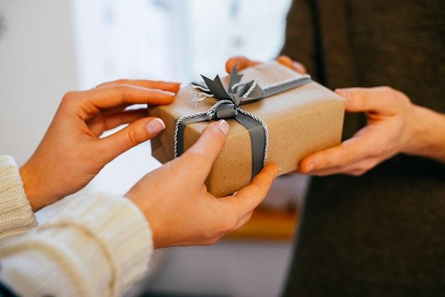 tặng quà