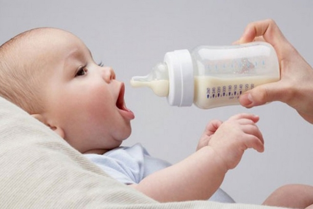 tập cai sữa cho bé
