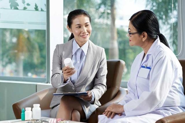 tham khảo ý kiến bác sĩ khi dùng thuốc sau sinh