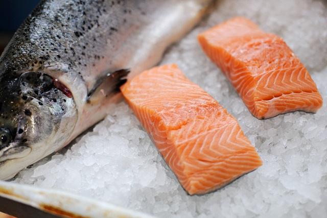 thịt cá hồi tươi