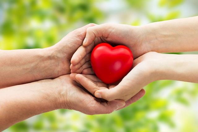 trao sự yêu thương